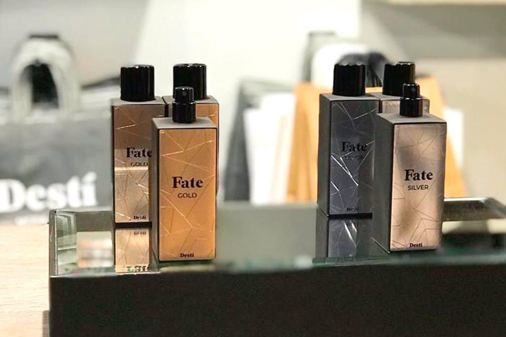 etiquetas perfumes doradas